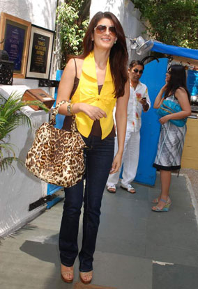 milgayi style diary: Style Icon for March 2009 - Twinkle Khanna